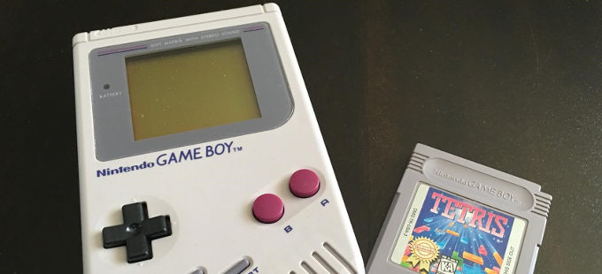 Nintendo alegra los últimos años de una anciana con Game Boy y Tetris